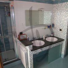 Meubles en verre de salle de bains