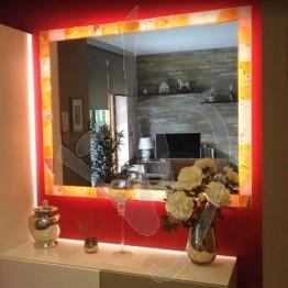 Specchio decorativo, con cornice in vetro di Murano e illuminazione (opzionale), su misura