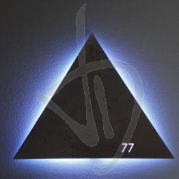 Specchio decorativo con logo inciso ed illuminato, con retroilluminazione a led (H logo Max 9 cm)